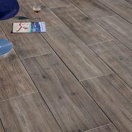 Pavimenti in legno, legno composito e plastica per esterni: prezzi e ...