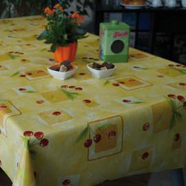 Tovaglia plastificata Ciliegie giallo 220 x 140 cm